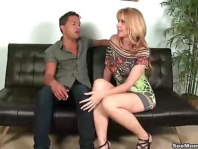 sms-Hot mature lady blowjob