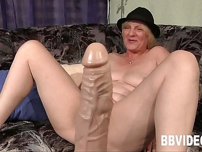 Mature german whore masturbating her twat
