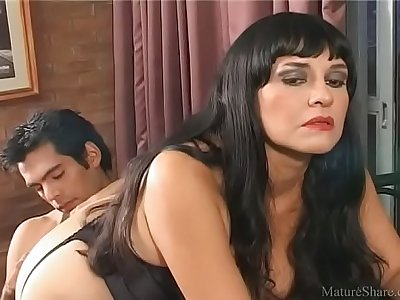 Brutal pornstar waits for anal sex and enjoys a hard wiener